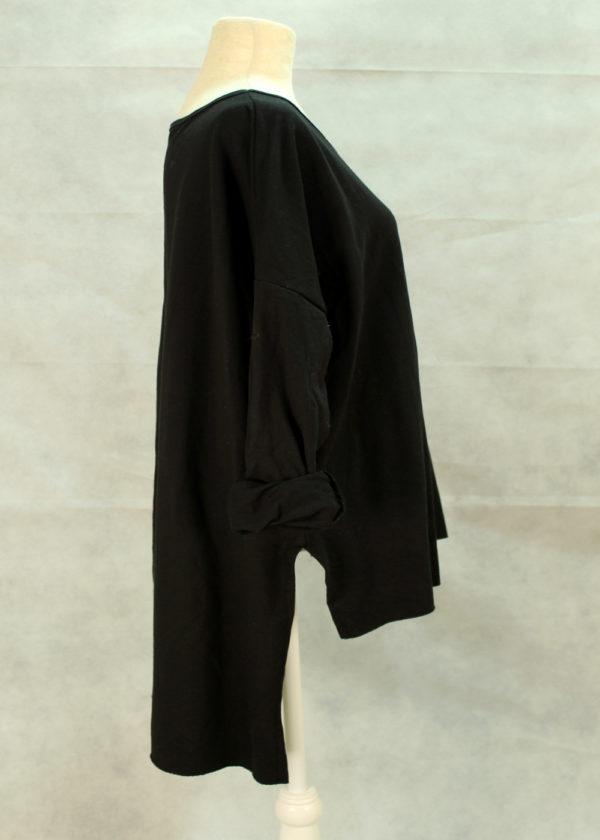 camiseta-negra-lado
