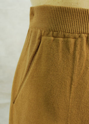 conjunto-pantalon-tostado-detalle